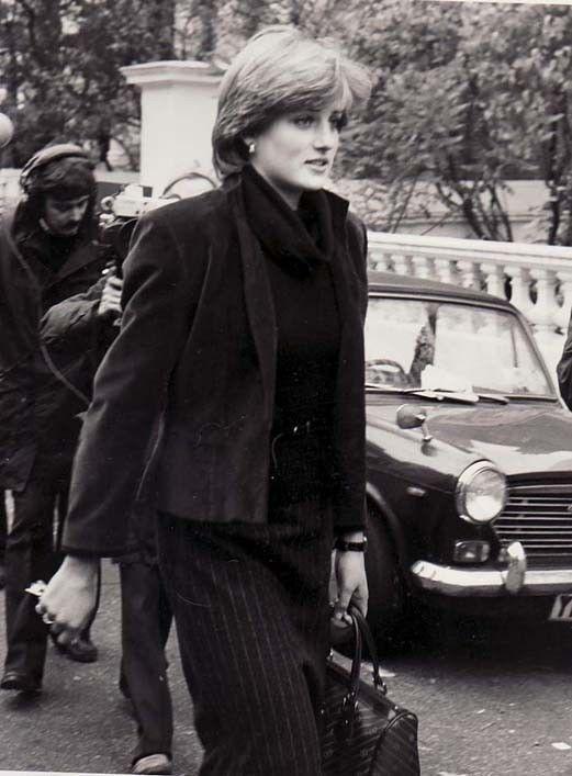 Princess Diana Rare Original Press Photo Outside of Coleherne Court Pre Marriage