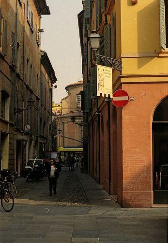 Modena #casa #house #arredamento #interni #interior #mobili #design #furniture #decor #artistictamassia #modena #like Sito: www.arredamentiartistictamassia.com