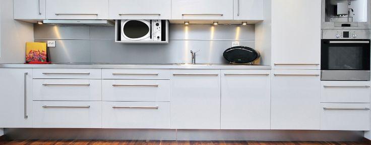 Лифт для ТВ Venset TS460, встроенный в кухонный блок.