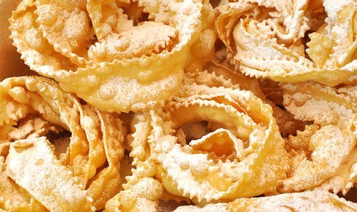 Карнавальные буджие By 18.02.2015 Розочки хворост по-итальянски – это домашнее печенье, тонкие, хрустящие, воздушные полоски теста во фритюре, посыпанные сахарной пудрой, которые готовят в Италии во время карнавала. В Ломбардии это лакомство называют латтуге и кьяккере, в Эмилии – сфрапполе или фраппе, в Тоскане – ченчи или донцелле, в Трентино – кростоли, в Пьемонте –  …  Читать дальше →