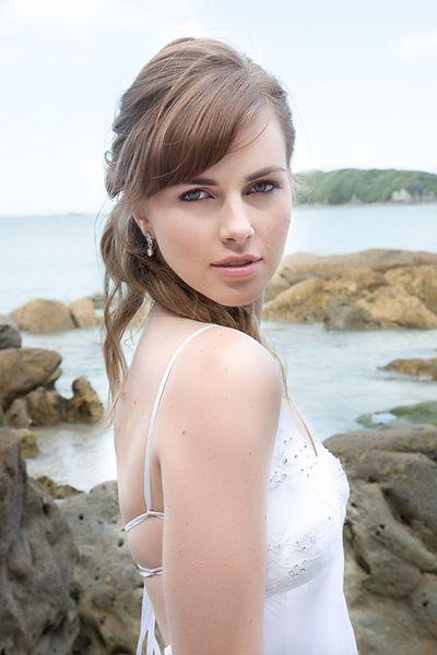 Beach wedding hair, makeup and photography by flurogreystudio.co.nz