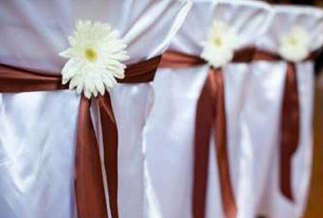 Ceremonie bloem aan de stoel