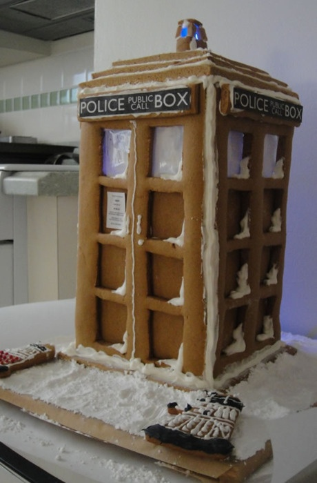 Doctor Who Christmas ~ TARDIS gingerbread house and Dalek cookies | My family needs to do these kind of things.