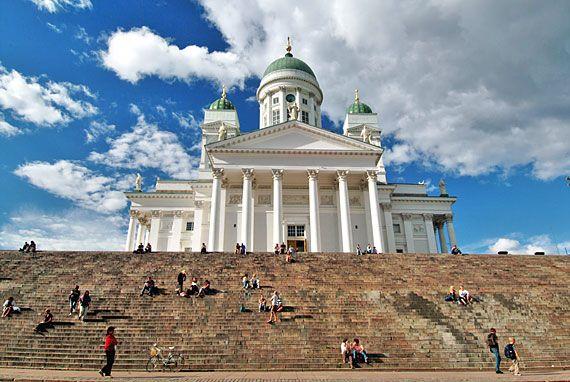 Helsingin tuomiokirkko on Helsingin hiippakunnan pääkirkko. Kirkko on Carl Ludvig Engelin suunnittelema. Se sijaitsee Senaatintorin laidalla Kruununhaassa.