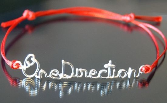 Bratara One Direction, din sarma placata cu argint, cu snur rosu, dublu, ajustabila, by BanaDesigns, 15 Lei
