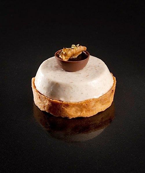 Sablé au caké moka, biscuit moelleux au café, crémeux à la noix du Périgord, mousse au café moka, liqueur de café au whisky | Patisserie Pain de Sucre