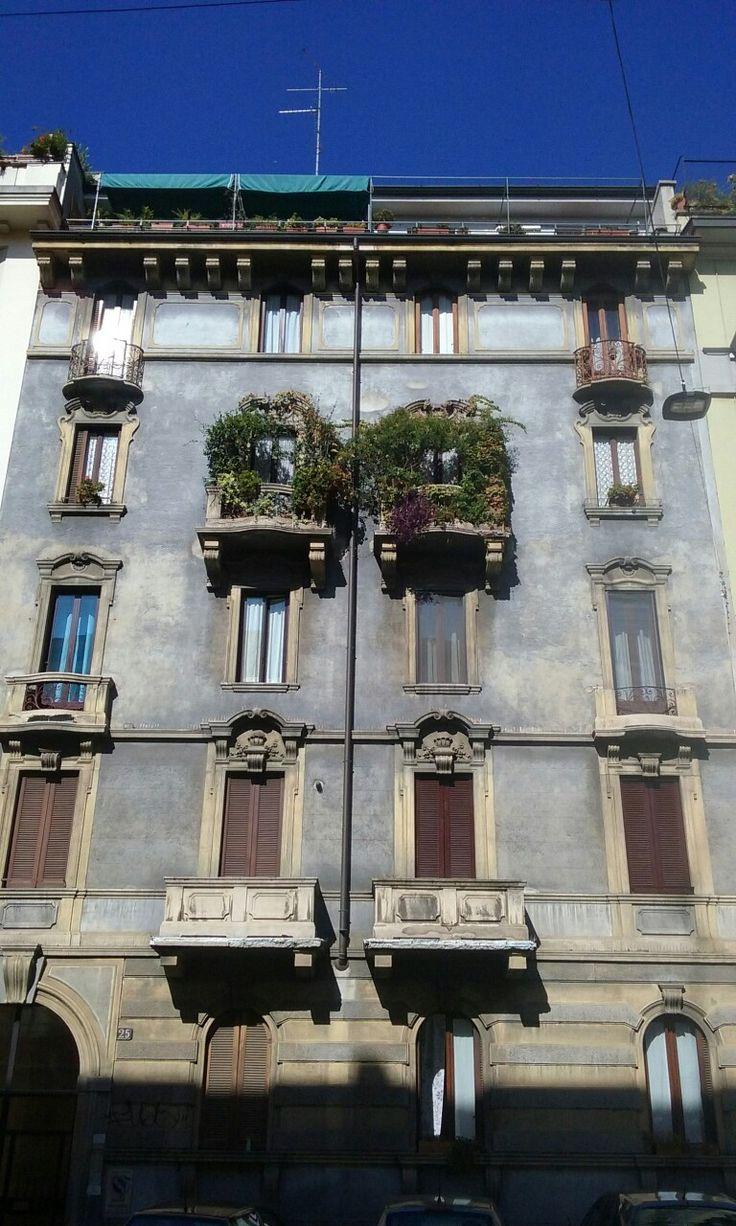 Facciata di palazzo. Milano, Città Studi.