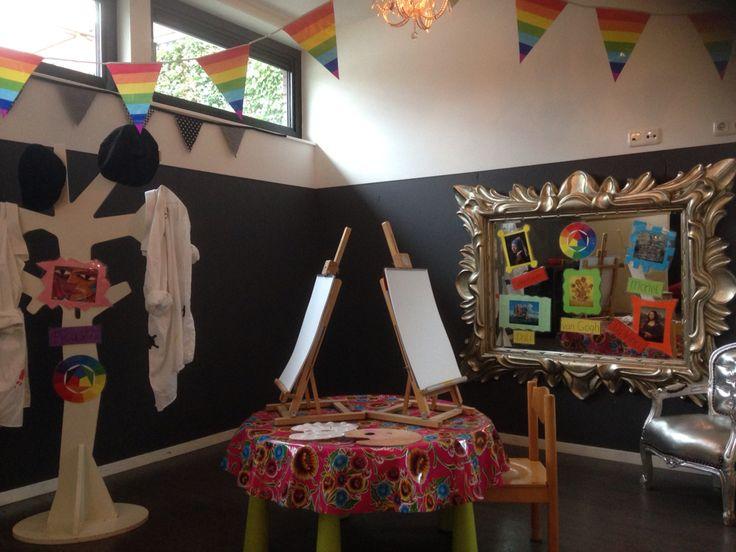 Themahoek kunst peuters kleuters atelier schilderen creatief schildersezel kunstenaars kinderopvang peuterspeelzaal onderwijs