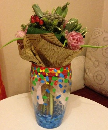 So… An old vase. And a fresh bouquet of flowers. Plus brushes and bright acrylic colors. Deco project at home.