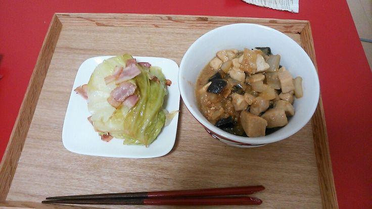 キャベツとベーコンのオイル蒸し、エリンギと鶏肉の炒めもの