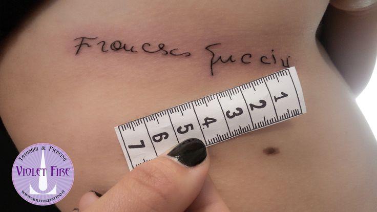 Tatuaggio scritta su fianco, tatuaggio francesco guccini autografo, tatuaggio miniatura - Violet Fire Tattoo - tatuaggi maranello, tatuaggi modena, tatuaggi sassuolo, tatuaggi fiorano - Adam Raia