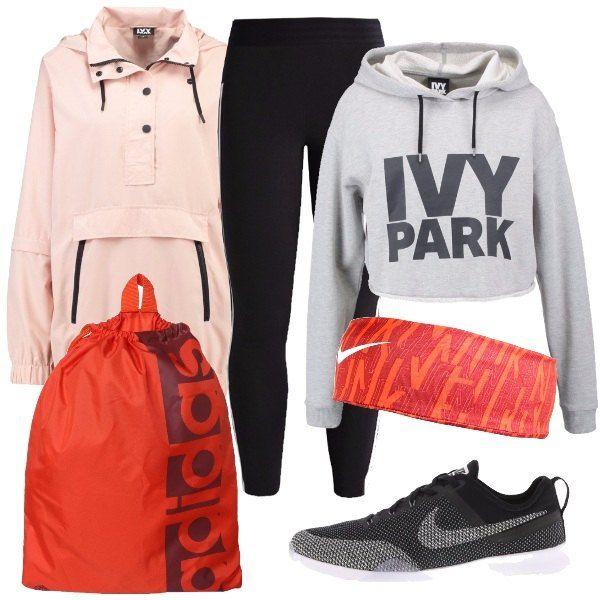 Indossa collant al ginocchio, felpa con stampa sul petto e cappuccio e giacca sportiva in rosa. Abbina il tutto a scarpe da fitness con funzione traspirante, sacca con scritta e fascia per capelli arancio.