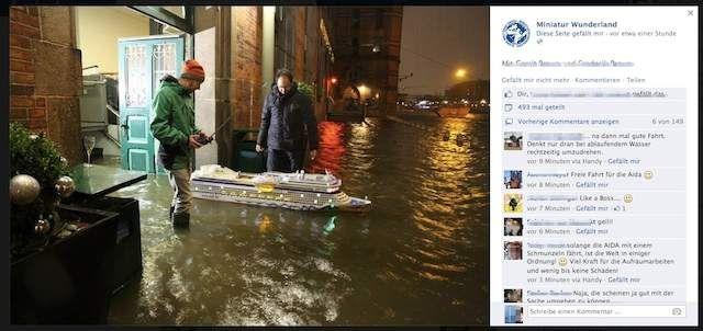 AIDA Kreuzfahrtschiff läuft mit Sturmflut in der Speicherstadt aus