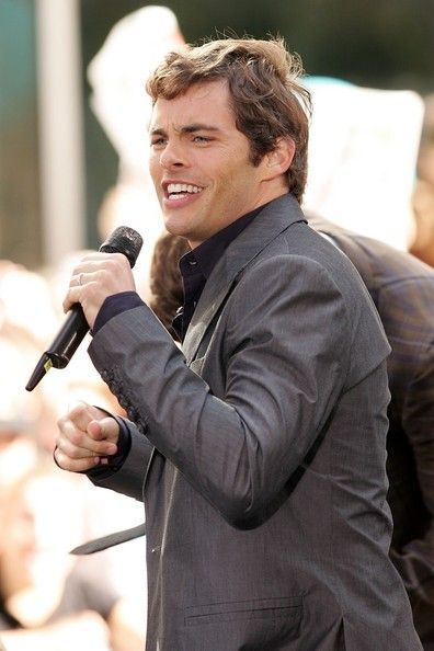 """James Marsden Photos - Singer and actor James Marsden of the cast of 'Hairspray' performs onstage during the NBC 'Today Show' concert series at Rockefeller Center on July 20, 2007 in New York City. - The Cast Of """"Hairspray"""" Performs On NBC's """"Today"""" Show Concert Series"""
