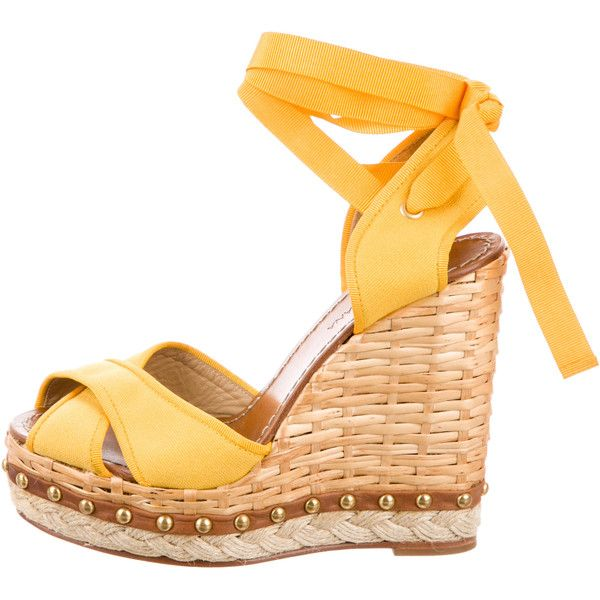 Pre-owned Dolce & Gabbana Embellished Wedge Sandals ($195) ❤ liked on Polyvore featuring shoes, sandals, yellow, wedge shoes, tie sandals, yellow shoes, woven shoes and tie shoes