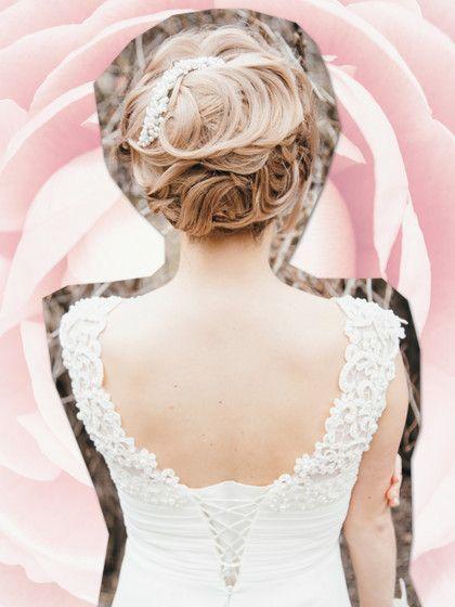 Sommerzeit ist Hochzeitszeit! Fast so wichtig wie das Kleid ist für Frauen die Frisur. Der Klassiker ist die Hochsteck-Frisur.