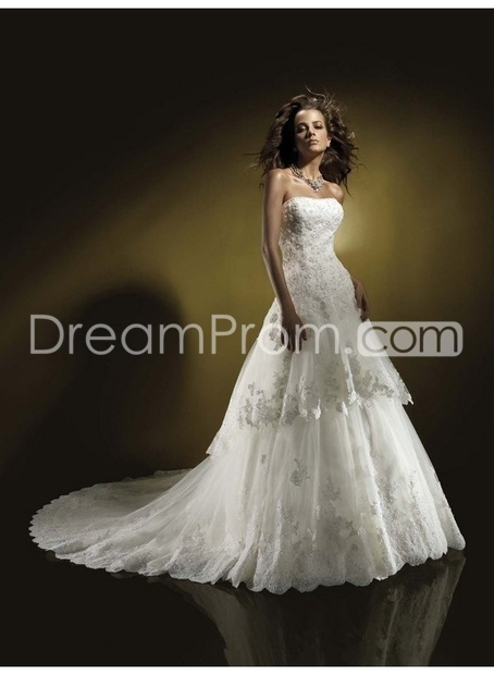 Sell Bridal, Wedding Dressses, Bridal Dresses, Gowns, Beads Strapless, Chapel Training, Training Tops, Tops Sell, Strapless Neckline