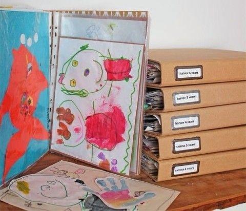 детские рисунки удобно хранить в папках для бумаг