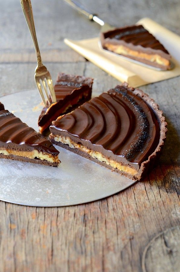 No-bake caramel walnut chocolate tart