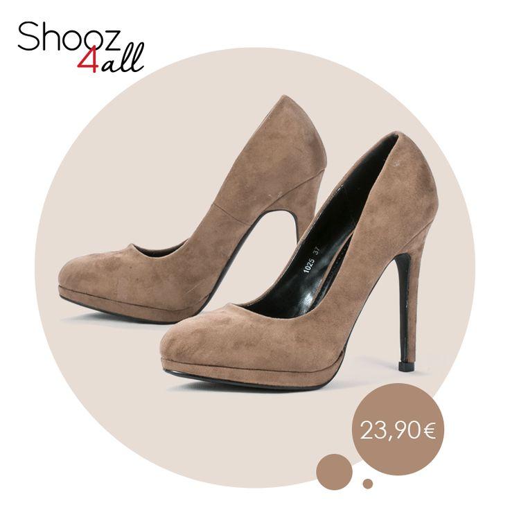 Γόβες γυναικείες σε σκούρο μπεζ με βελούδινη υφή. Διαθέτουν 11 cm τακούνι και φιάπα ύψους 3 cm, που εξισορροπεί το ύψος του παπουτσιού. http://www.shooz4all.com/el/gynaikeia-papoutsia/goves/goves-mpez-veloudines-1025-detail #shooz4all #goves