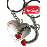 За влюбени - ключодържател от две части - сърчице с подкова, на която на двата края има сърчица