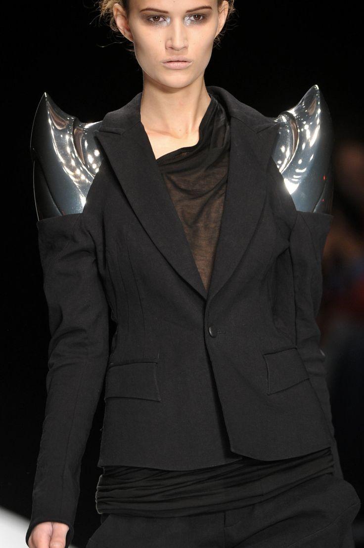 Sculptural Shoulders - classic tailoring meets sci-fi fashion; 3D fashion details