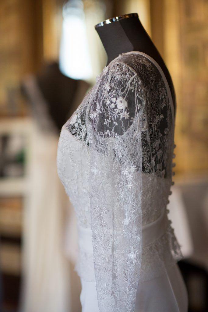 fouquets trendy wedding show samantha pastoor #dentelle #broderie #robedemariee #fashiondesigner #bridetobe #bustier #robedemarieeavecdesmanches