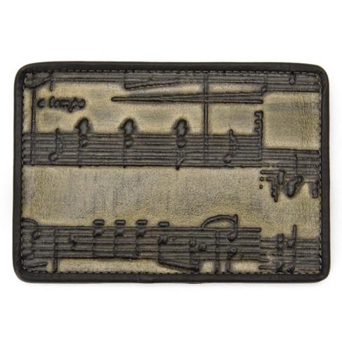 HIROKO HAYASHIのMUSKシリーズの名刺入れ。音符の型押し革。別ブランドで、これと同じ革のL字ファスナー長財布を見かけたことある。