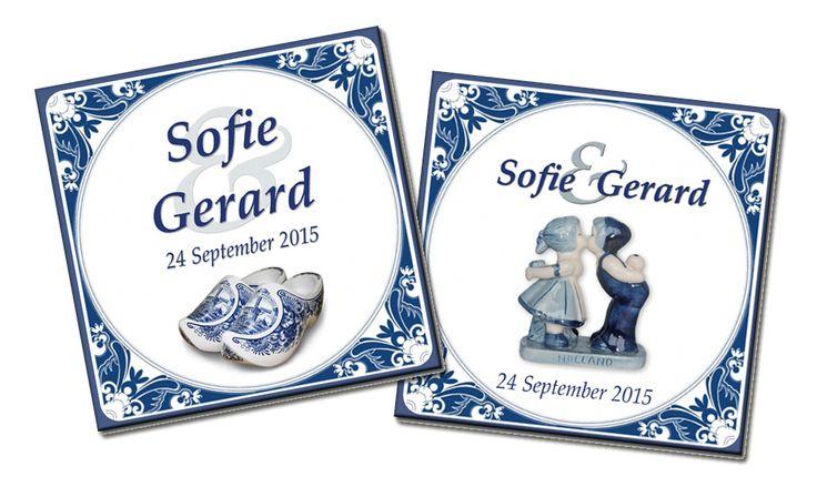 Mooie oer Hollandse trouwtegels. Met schattig kussend paar of lieve Hollandse klompjes. In de Delfts blauwe stijl die zo typisch Nederlands is. Voor bijvoorbeeld een getrouwd paar in het buitenland.