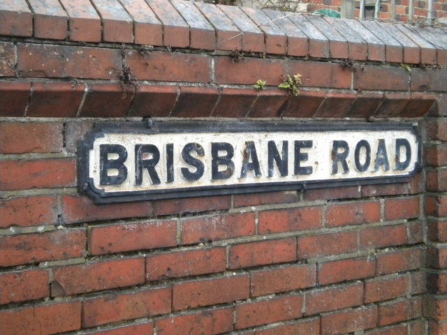 Brisbane Road in Reading Street_sign,_Brisbane_Road,_Reading_-_geograph.org.uk_-_1769685.jpg (640×480)
