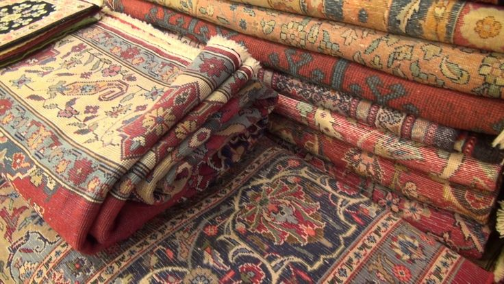 How to buy a carpet in Turkey's Grand Bazaar  Read more: http://www.traveltherenext.com/explore/item/258-bazaar-bargain  #turkey #istanbul #grandbazaar #spicemarket #experience #interesting #travel #traveltherenext #shopping #video #howto