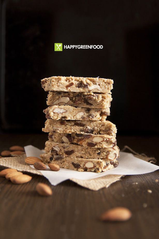 Oatmeal bars with almonds, raisin and peanut butter