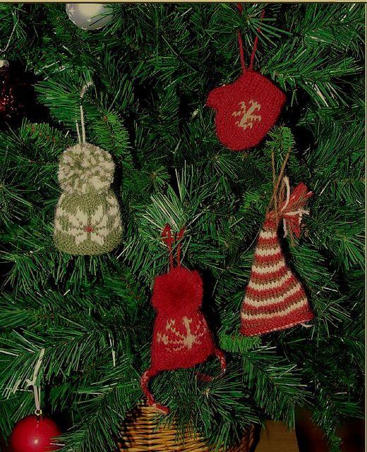 Mini Elf Knitting Pattern : Ravelry: Mini Mits and Hats pattern by Anna Nikipirowicz ...