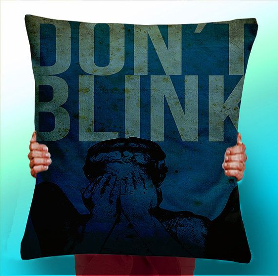 Doctor / Dr Who Don't Blink Quote - Weeping Angels - Cushion / Pillow Cover / Panel / Fabric