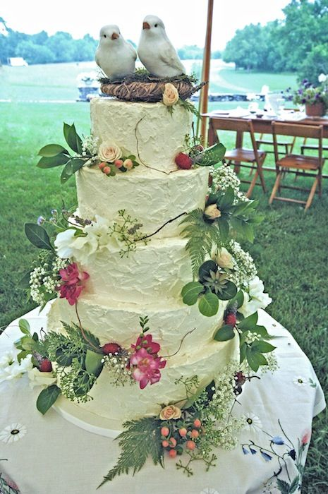 how to cut a round fruit wedding cake rustic buttercream wedding cake with fresh flowers and 15620