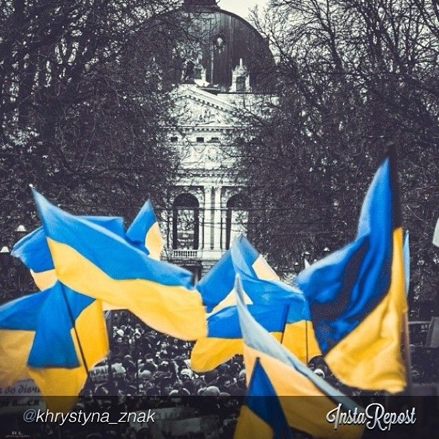 "euromaidan_ua  2013-11-29 12:02:24  via Instagram by @khrystyna_znak ""#lviv#євромайдан"" via @InstaReposts"