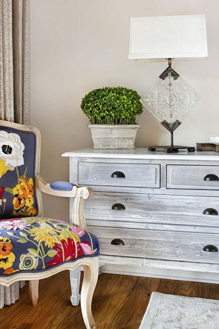 Eine Weitere Tolle Idee Zum Shabby Chic Selber Machen Ist, Das Möbelstück  So Zu Bearbeiten, Dass Es Aussieht, Als Würde Die Farbe Abblättern.