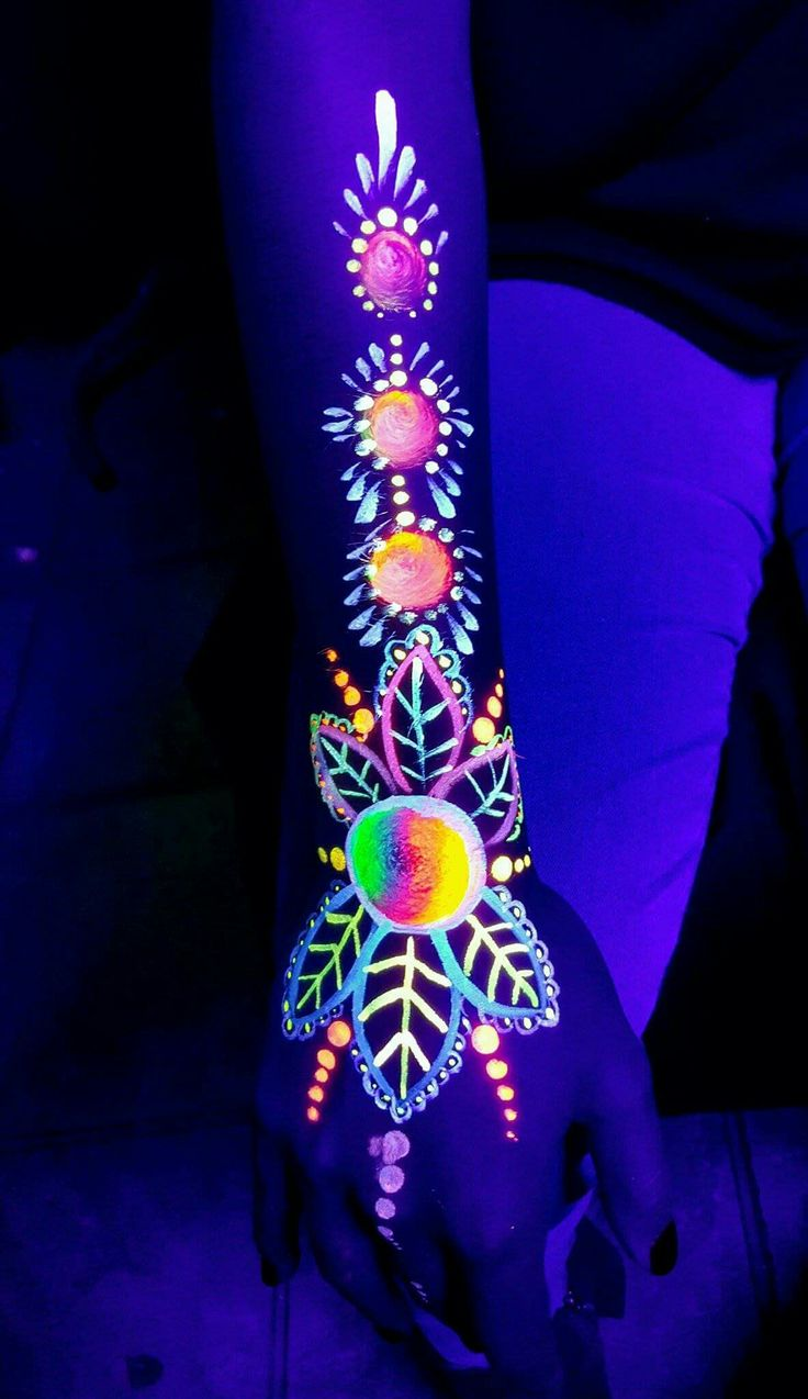 ~ BODY ART ~ Black light glowing paint body art