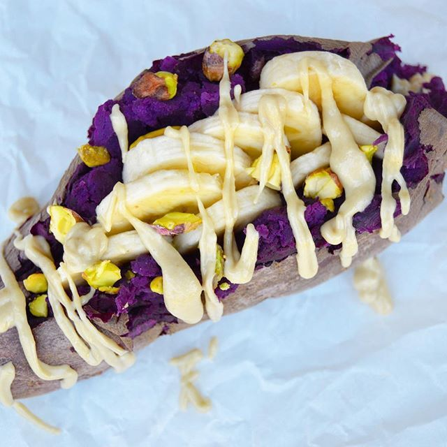 But seriously. It's like having flippn' dessert for breakfast! Don't believe me? Then you've obvoisuly never tired a Stokes #PurpleSweetPotato from @friedasproduce (found it in my independant grocer💜🍠). The SWEETNESS is unreal! So what better way to eat it than to stuff this puppy with sliced banana🍌, raw pistachios, and a good drizzle of #tahini. Roast. Stuff. Eat. Repeat. DO IT!👊🏼 . #Organic #NonGMO . . . .