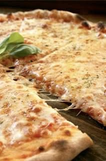 Pizzeria La Torre to miejsce szyte na miarę studenckiego portfela i zaspokajający nawet największy głód! Z kartą StudentOn zniżki 40% zarówno w lokalu jak i w dostawie!