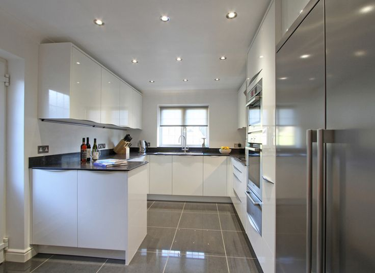 24 Stylish Black and White U-Shaped Kitchen