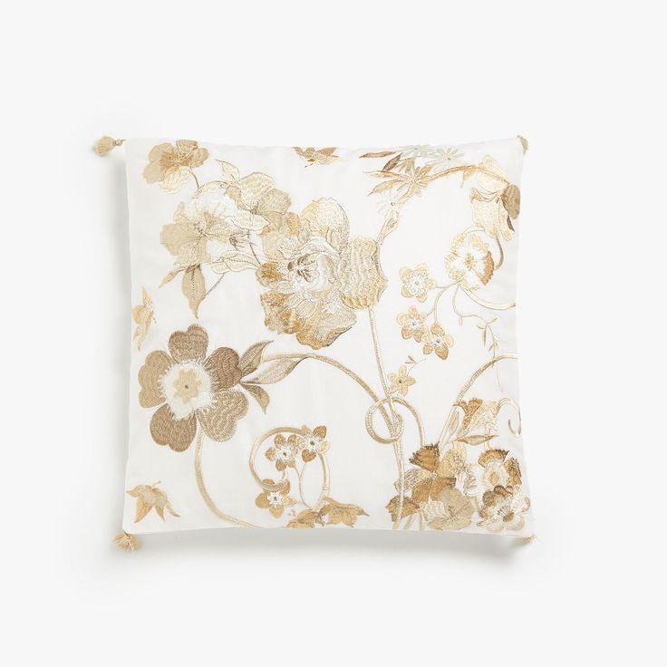 Εικόνα 1 του προϊόντος Κάλυμμα μαξιλαριού με λουλουδάτο κέντημα και φουντίτσες