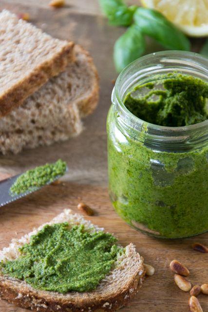 Recept om basilicum/rucola pesto te maken.
