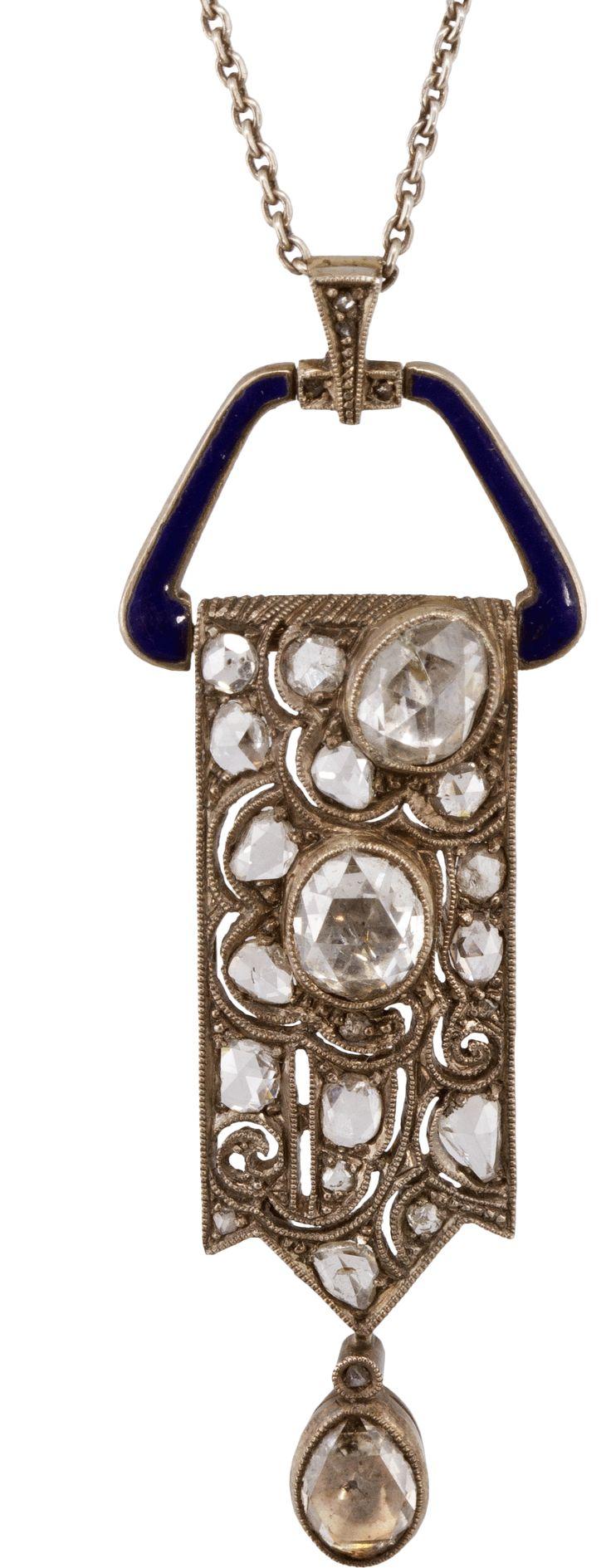 Aukció: 2015 május 29.: Negligé; 9. sz. vége, 1902-1937 közötti pesti behozatali jellel; függő 14 k fehérarany, szecessziós motívumban régi, hollandi rózsa csiszolású gyémántok