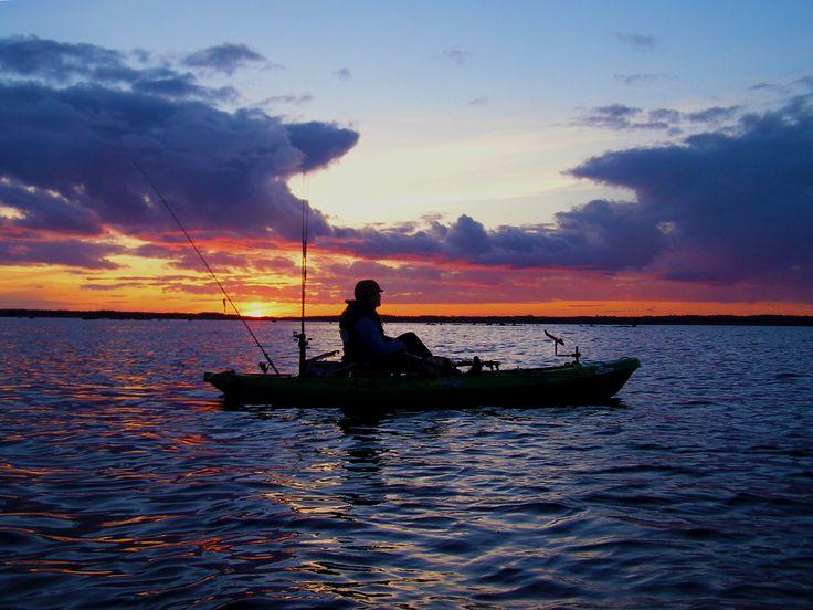 Rybaření z kajaku ve Skandinávii.