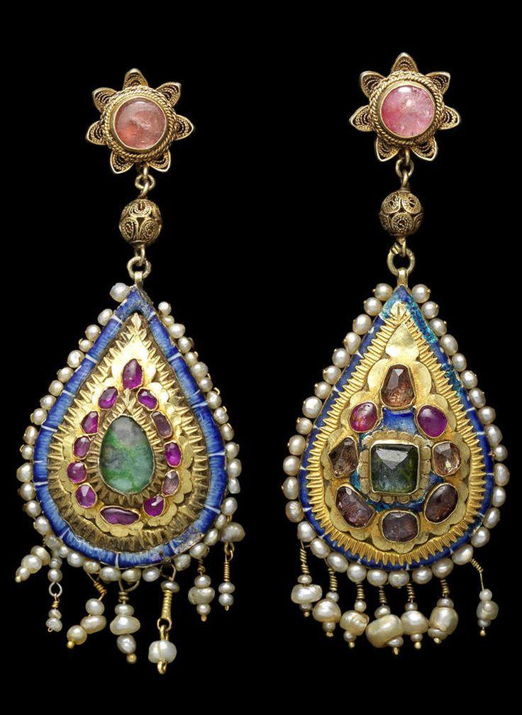 Persian Qajar gem-set gold earrings. 19th century