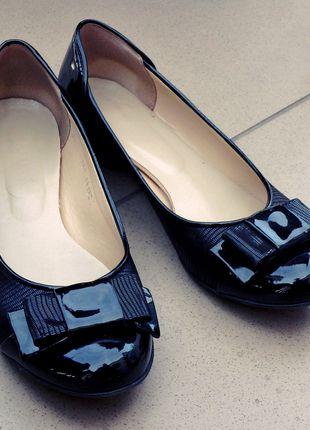 Kup mój przedmiot na #vintedpl http://www.vinted.pl/damskie-obuwie/balerinki/10545181-skora-baleriny-czarne-lakierki-kokardki
