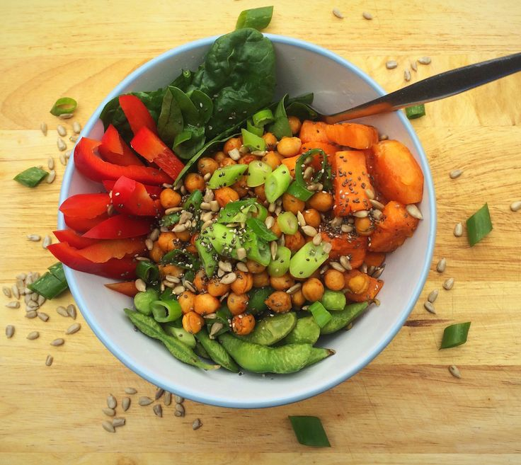 Quinoa, sweet potato and chickpea buddha bowl. With edamame, red bell peppers, and fresh spinach! Nutritious vegan or vegetarian lunch!