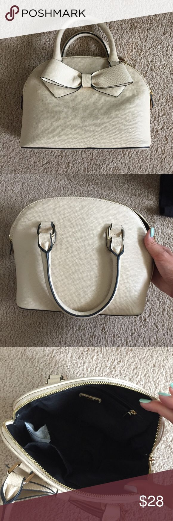 Aldo Cream Bow Purse Cream purse from Aldo. Brand new, never worn. Has a Bow detail. Does not come with additional straps. Aldo Bags Mini Bags