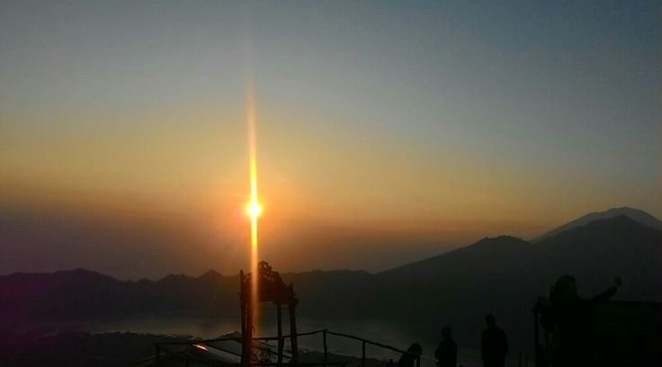 The tour started by witnessing the beauty sunrise from the peak of Mt Batur, then after finish the t